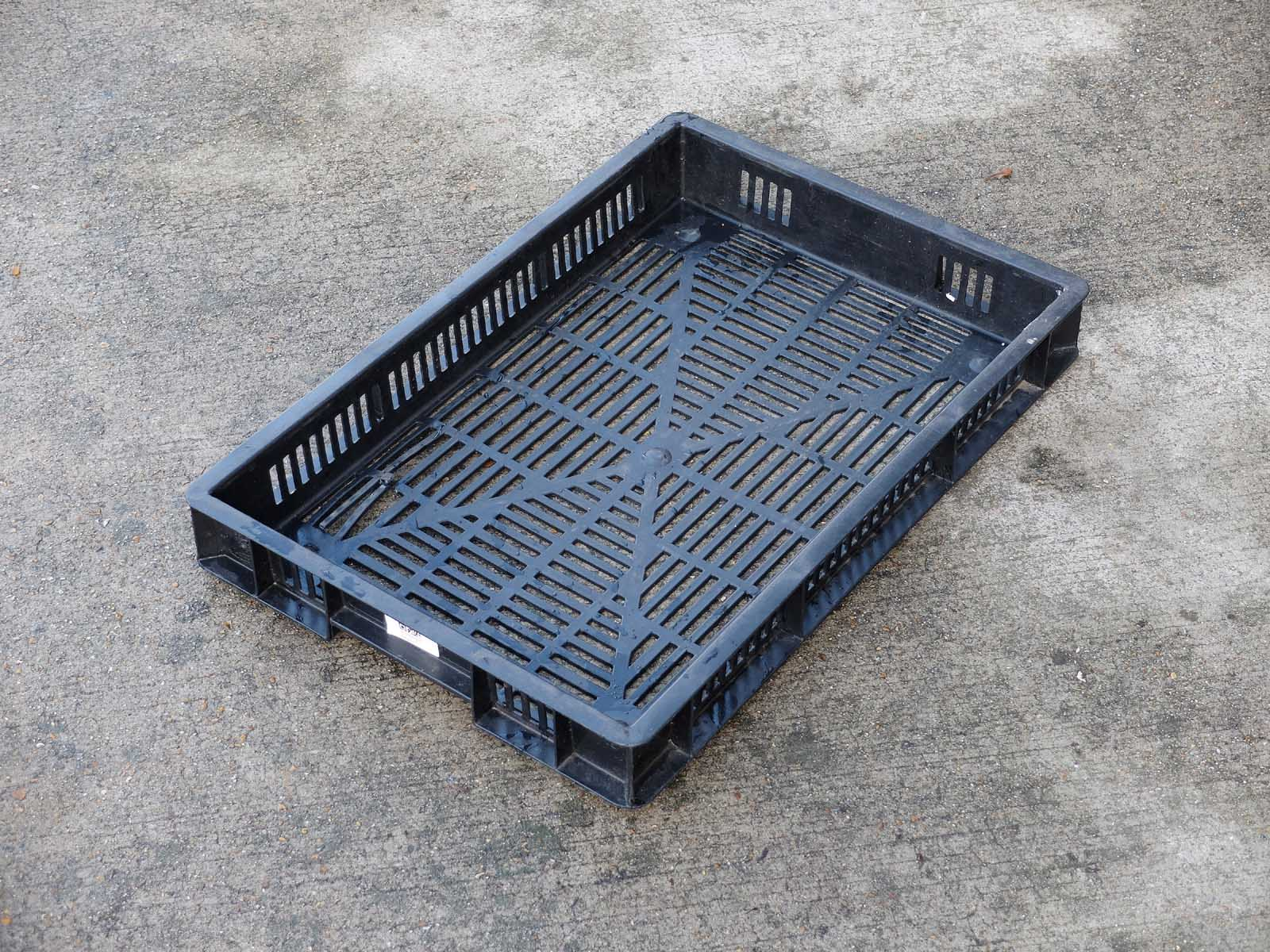 Stacking with ventilation for air flow through, ideal soft fruit picking , storage.  field tray.